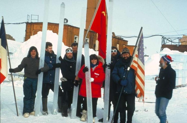 Đội khoan băng quốc tế tại Trạm nghiên cứu Vostok.
