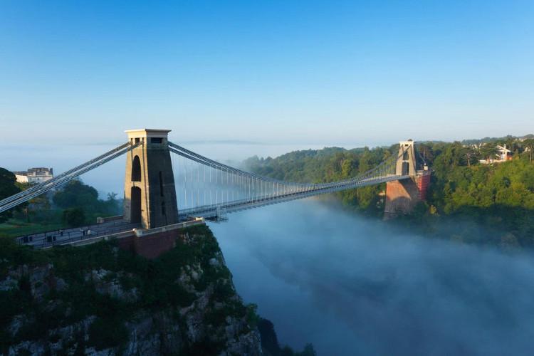 Nhiều người dân thành phố Bristol, Anh khó chịu vì âm thanh lạ trong hơn 30 năm qua.