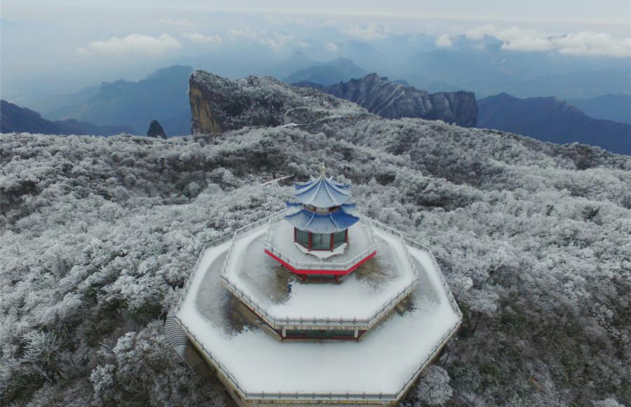 Cảnh tượng tuyết phủ trắng khắp Thiên Môn Sơn thuộc tỉnh Hồ Nam nhìn từ trên cao.