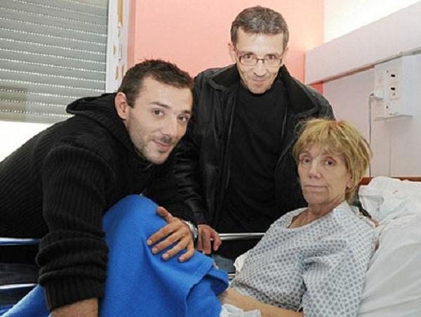 Cô Lydia cùng chồng và con trai.