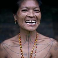 """Kỳ dị cách mài răng """"cá mập"""" gia tăng nhan sắc của người Mentawai"""