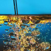 Thìa dầu olive khiến mặt hồ gợn sóng phẳng lặng trong nháy mắt