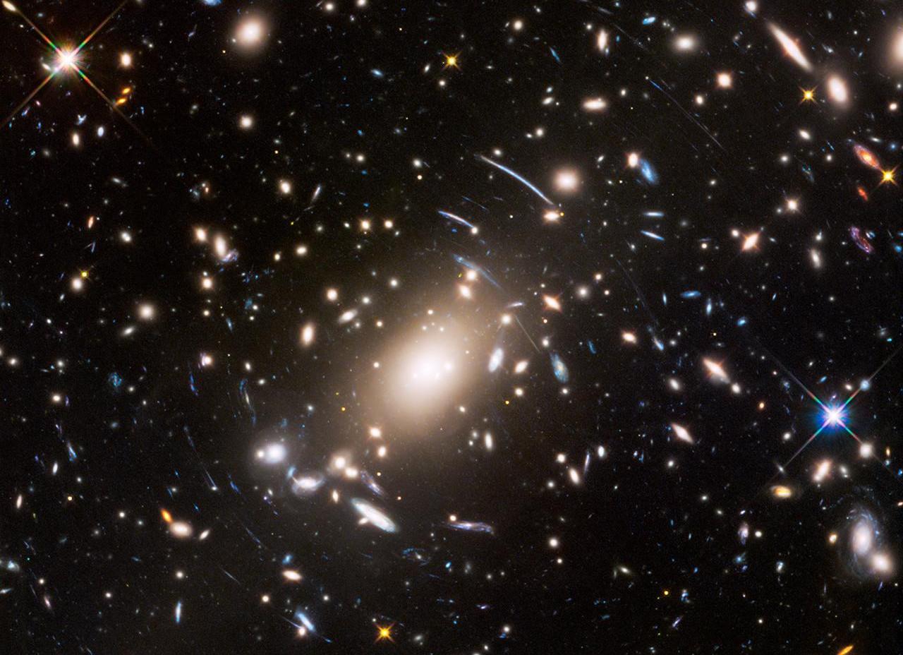 Thấu kính khổng lồ trong vũ trụ.
