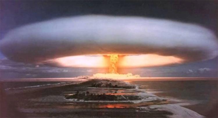Hình ảnh vụ nổ bom Tsar Bomba.