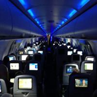 Phi công tiết lộ lý do để đèn tối khi máy bay hạ cánh