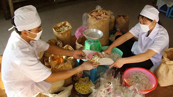 Làng nghề mứt kẹo Xuân Đỉnh thuộc quận Bắc Từ Liêm là một trong những làng nghề truyền thống lâu đời tại Hà Nội.