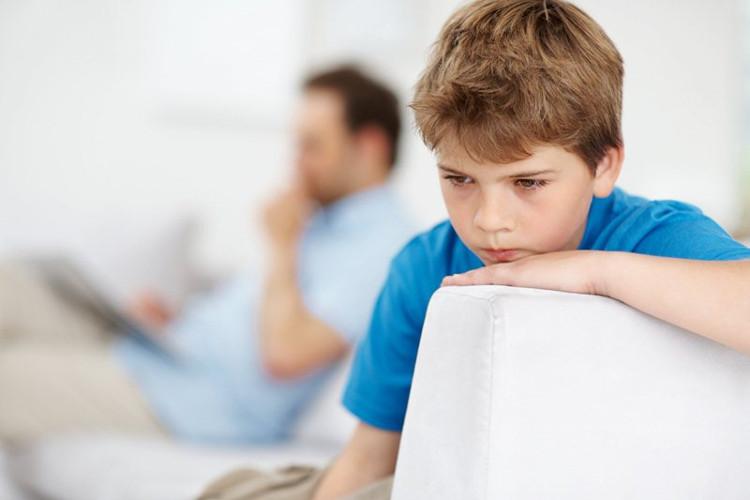 Thanh thiếu niên và người lớn bị bệnh tự kỷ thường cho rằng giao tiếp bằng mắt cường độ cao khiến họ thấy không thoải mái.