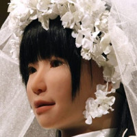 Con người có thể kết hôn với robot trong 30 năm tới