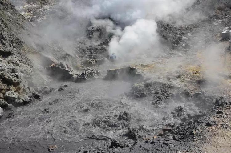 Siêu núi lửa Campi Flegrei có dấu hiệu thức tỉnh