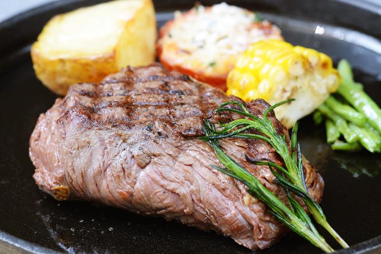 Beefsteak cũng là món ăn quen thuộc mùa Noel.