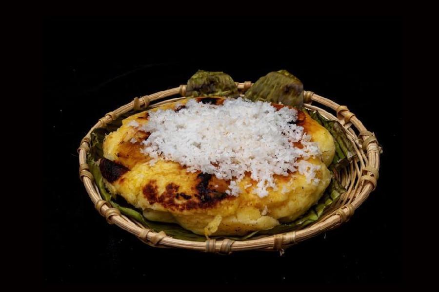 Bibingka là bánh gạo nấu chín với sữa hoặc kem dừa bọc trong lá chuối.
