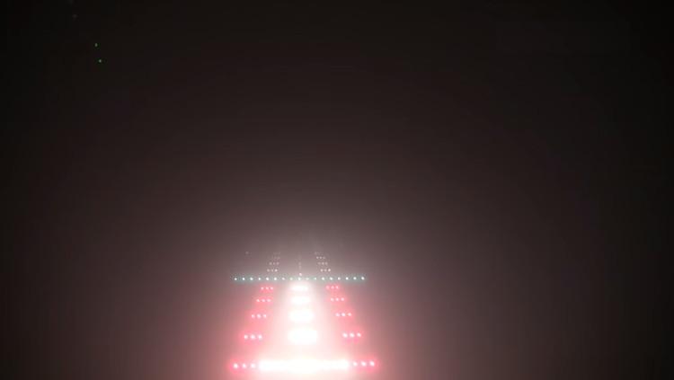 Hệ thống dẫn đường tự động giúp máy bay hạ cánh an toàn trong điều kiện sương mù dày đặc.