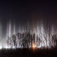 Cột trụ ánh sáng giống người ngoài hành tinh đổ bộ ở Canada