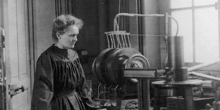 Nữ bác học lừng danh mọi thời đại này chứng minh một người thành công không cần đến phòng thí nghiệm hiện đại.