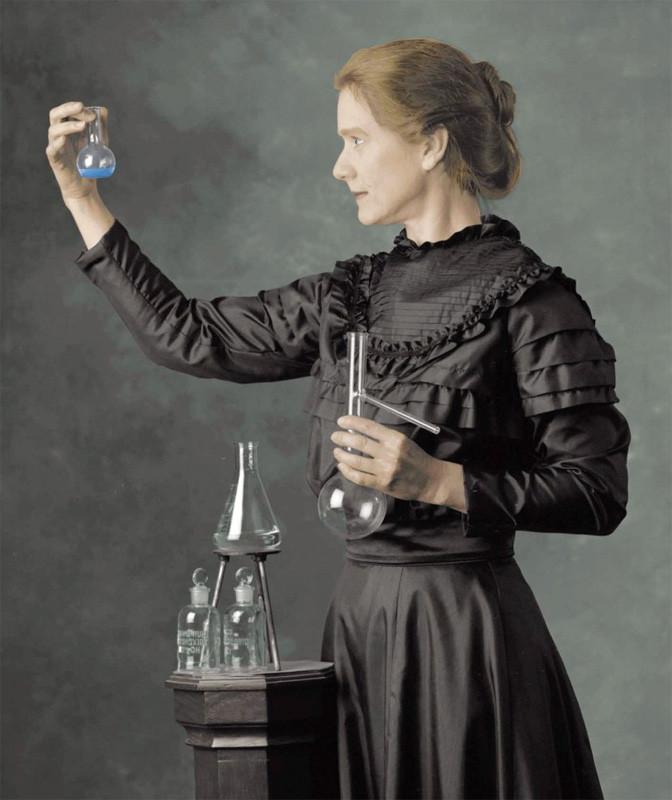Nữ bác học Marie Curie giành hai giải Nobel Vật lý và Hóa học từ những nghiên cứu trong phòng thí nghiệm tồi tàn.