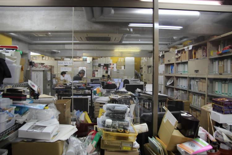 Một góc văn phòng làm việc của nhân viên làm cho giáo sư Nakamats.