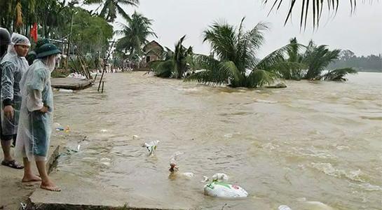 Lũ lớn gây ngập lụt ở miền Trung thời gian qua