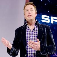"""Elon Musk: Từ đứa trẻ bị bạn đánh """"bố nhìn không ra"""" đến tỉ phú đầy quyền lực"""