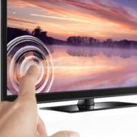 Vì sao màn hình LCD gợn sóng khi chạm ngón tay vào?