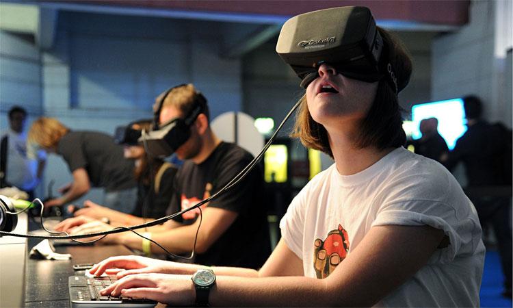 Thực tế ảo (VR) sẽ đưa bạn vào một thế giới hoàn toàn ảo do máy tính tạo ra.