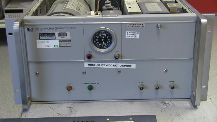 Chiếc đồng hồ sử dụng trong thí nghiệm Hafele-Kieting.