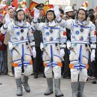 Trung Quốc sẽ đưa tàu thăm dò lên vùng tối của Mặt trăng vào năm 2018