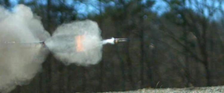 Uy lực của viên đạn 20mm khi ra khỏi nòng súng.