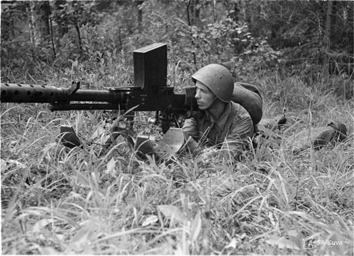 Vào thời kỳ đầu của thế chiến thứ hai, việc sử dụng súng trường chống tăng cá nhân là điều bắt buộc và cũng là cách đơn giản nhất để đối phó với các thiết giáp của đối phương.