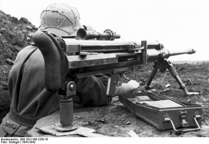 Kèm theo đó, sự phát triển nhanh như vũ bão của xe tăng khi lớp giáp tăng dần lên tới cả trăm milimet khiến cho các mẫu súng này trở nên dần vô dụng
