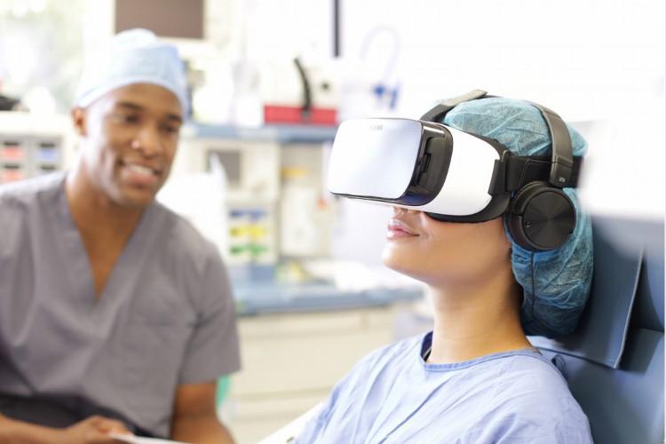 VR vừa khiến các mẹ giảm đau khi chuyển dạ, vừa hướng dẫn họ giữ nhịp thở, rặn đúng lúc