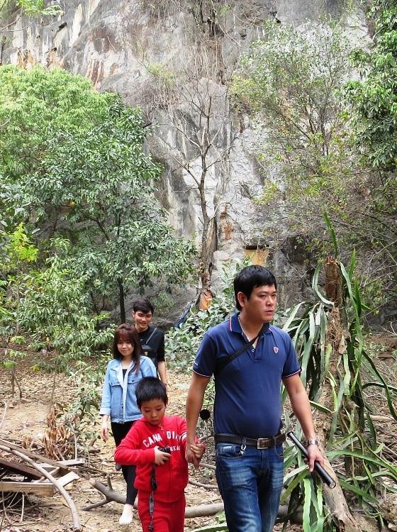 Tham gia chuyến khám phá còn có một số du khách ở Hải Phòng và Hà Nội.