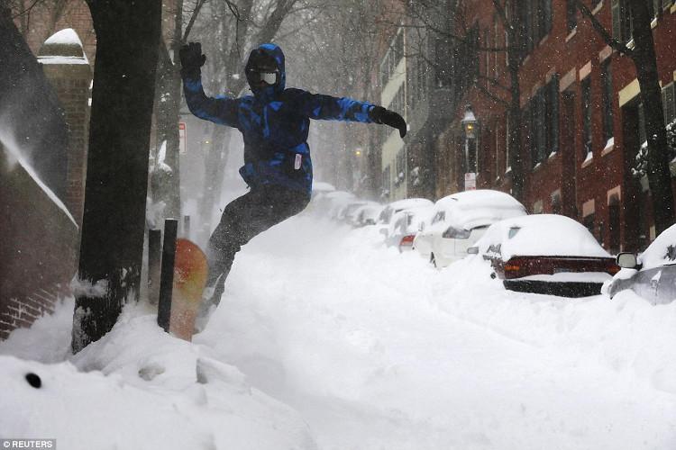 Kính râm cần thiết cho bạn khi đi trong môi trường lạnh giá.