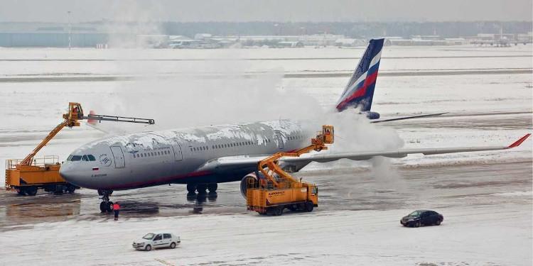 Băng đá xuất hiện cả trên không lẫn dưới mặt đất, gây ảnh hưởng lớn tới các máy bay thương mại.