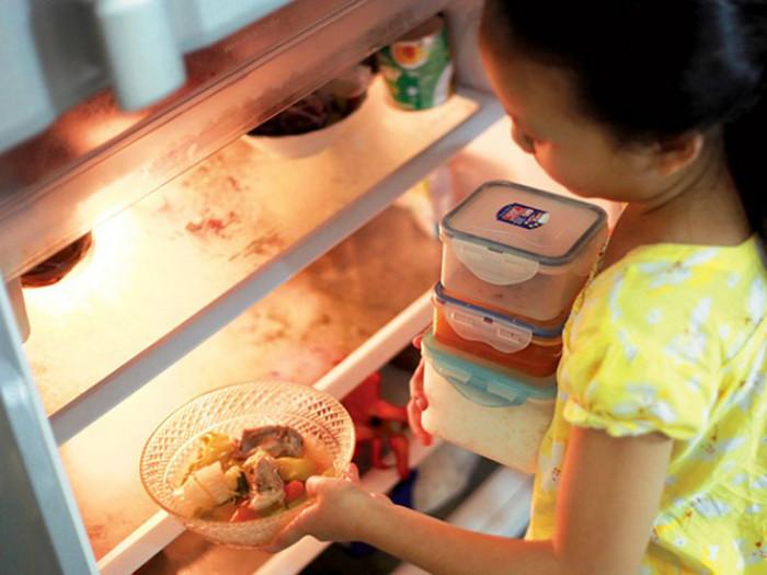 Không bao giờ sử dụng những loại thực phẩm dễ bị hư hỏng để ở nhiệt độ phòng bình thường hơn 2 giờ.