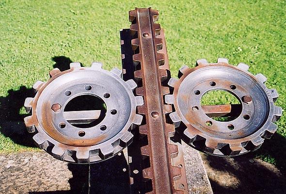 Sau khi hệ thống đường sắt và bánh răng mới được phát minh giúp ngăn được tình trạng lật tàu, dự án này mới được bắt đầu