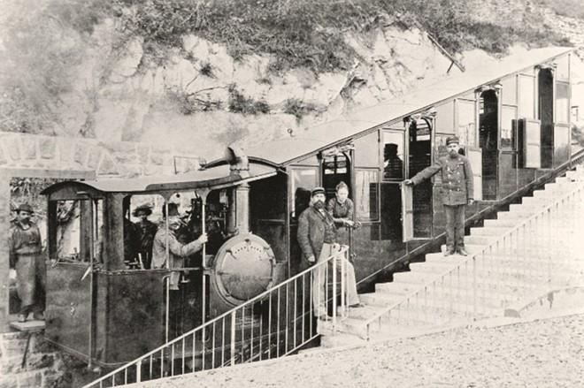 Ngày 4/6/1889, tuyến đường sắt Pilatus được đưa vào hoạt động