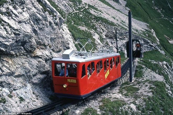 Ngày nay, tuyến đường sắt hoạt động từ tháng 5 đến tháng 11 hàng năm, với 10 chiếc xe.