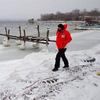 """Châu Âu chìm trong băng tuyết giữa """"mùa đông chết người"""""""