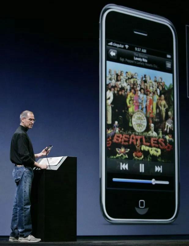 iPhone là Steve Jobs và Steve Jobs chính là iPhone.