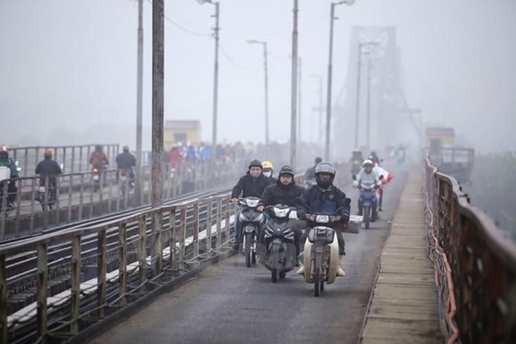 Hà Nội nhiều mây, có mưa vài nơi, sáng sớm có sương mù và sương mù nhẹ.