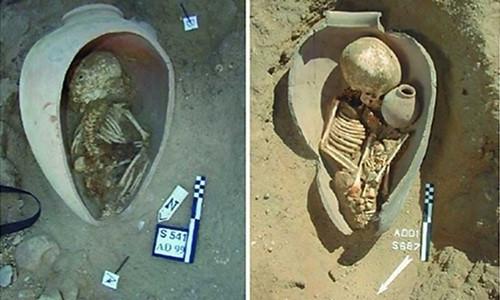 Người Ai Cập cổ đại chôn xác chết của người thân trong bình gốm.