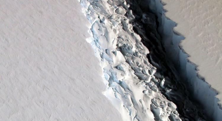 Khe nứt khổng lồ quan sát được ở thềm băng Larsen C, Nam Cực tháng 11/2016