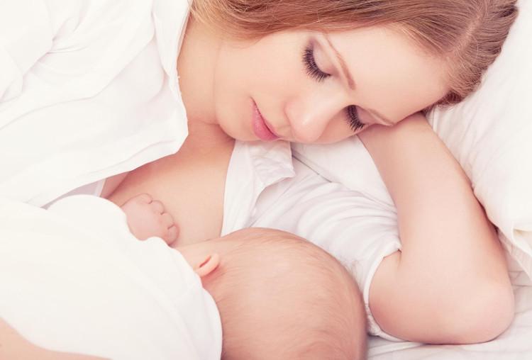 Có nhiều bà mẹ cảm thấy tự hào khi đã nuôi con bằng sữa mẹ.