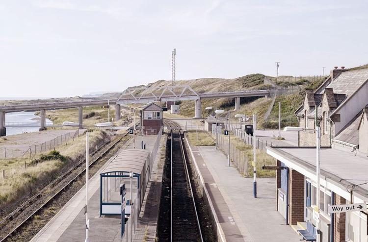 Sellafield cũng có ga tàu hỏa, dịch vụ cứu hỏa và đội cảnh sát riêng