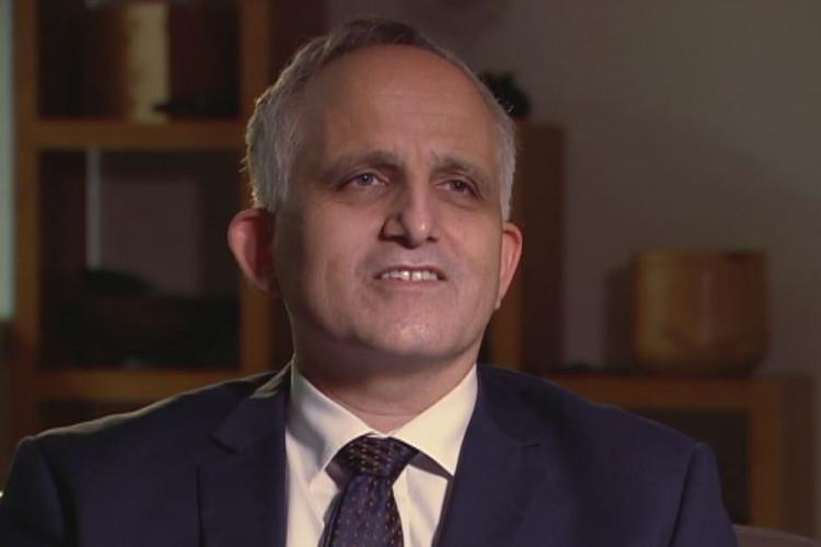 Andrew Roberts, một giáo sư huyết học công tác tại bệnh viện Hoàng gia Melbourn.