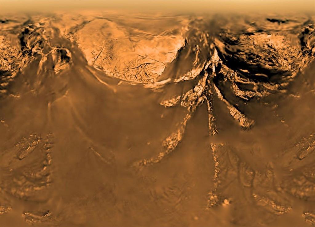 Bề mặt Titan chụp từ khoảng cách gần 10 km từ tàu thăm dò Huygens