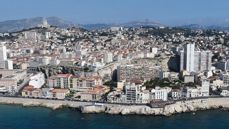 Nhiều tiếng nổ lớn xuất hiện ở thành phố Marseille của Pháp.