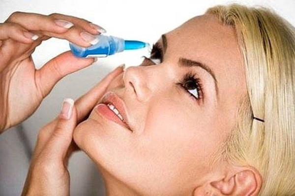 Bạn cần dự trữ sẵn Natri clorid 0,9% chỉ định dùng nhỏ mắt.