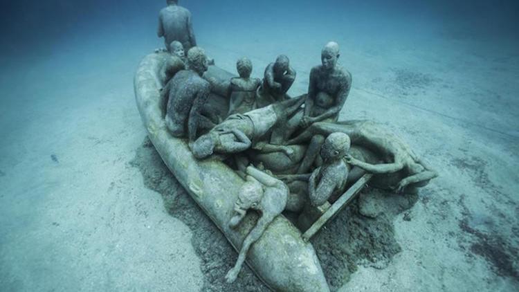 Những bức tượng này nhắc nhở chúng ta về sự phát triển của sinh vật biển.