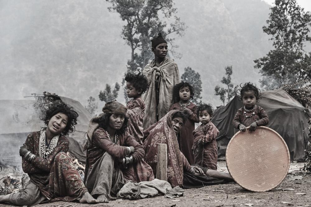 Mỗi khi trong bộ lạc có người qua đời, toàn bộ các cư dân sẽ bỏ nơi ở cũ và tìm một nơi ở mới để tránh tà ma.
